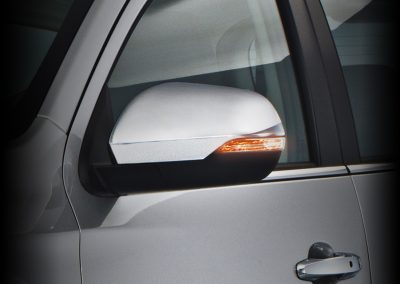 Power-Side-Mirrors-with-LED-turn-signal-light-and-power-fold-function-montero-sport